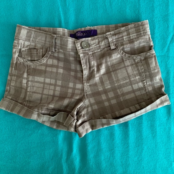 Miley Cyrus & Max Azria Pants - Miley Cyrus & Max Azria | Grey Plaid Chino Shorts